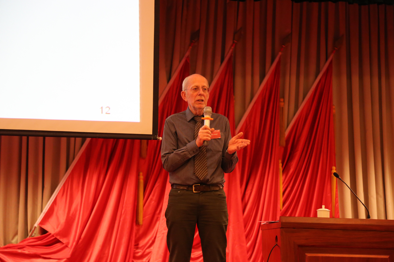雷丁大学讲师John Slaght